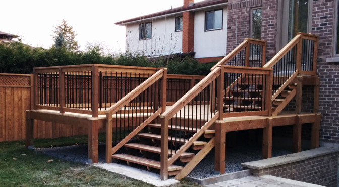 Medium height deck with exposed posts