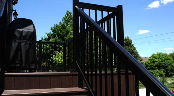 Composite Deck with Aluminum Railings